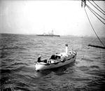 Chaloupe à vapeur, marins (5415884462).jpg