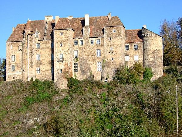 Château de Boussac face Sud donnant sur la Petite Creuse.