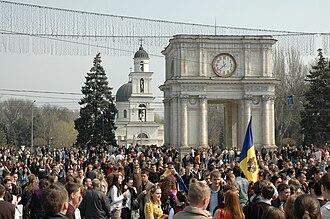 Nativity Cathedral, Chișinău - Image: Chisinau riot 2009 04 07 23