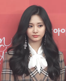Chou Tzuyu at the Golden Disc Awards 2019.png
