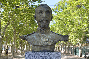 Pierre Roques - Statue of general Roques in Marseillan.