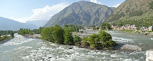 Bhuntar - The confluence of rivers Beas and Parvati at Bhuntar.