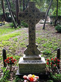 Constance Mary Lloyd tomb.jpg