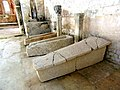 Cravant - église sarcophages.jpg