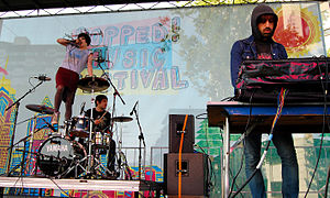 English: Crystal Castles performing at the Pop...