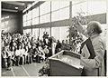 De Braziliaanse bisschop Dom Helder Camara houdt een toespraak in de naar hem genoemde school in Meerwijk. NL-HlmNHA 54010156.JPG