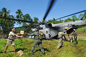 2009 Sumatra earthquakes - U.S. airmen and Marines unload relief supplies in Padang