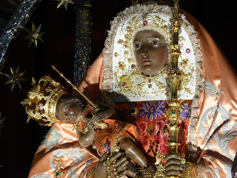 Detalle de la imagen neoclásica de Nuestra Señora de la Candelaria, Tenerife, Canarias, España.JPG