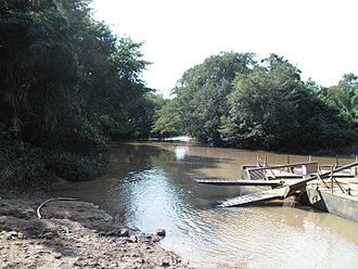 Transport in the Central African Republic - Ferries such as this one near Djemah are sometimes used to transport vehicles across rivers.