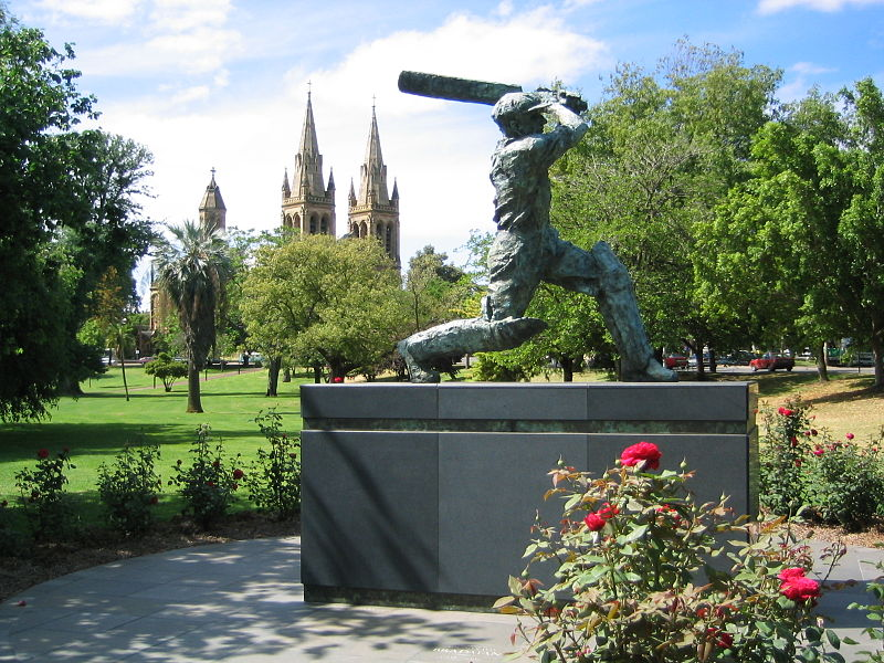 Plik:Don Bradman statue at Adelaide Oval.jpg