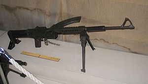 Dror-M1949-light-machine-gun-batey-haosef-1.jpg
