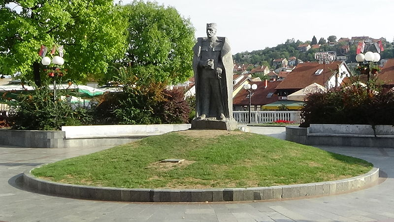 File:Duke Zivojin Misic Statue Valjevo.JPG