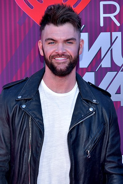 Picture of a band or musician: Dylan Scott