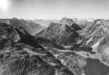 ETH-BIB-Maloja, Blick SW ins Val Bregaglia (l.) und Val Maroz (r.)-LBS H1-017990.tif
