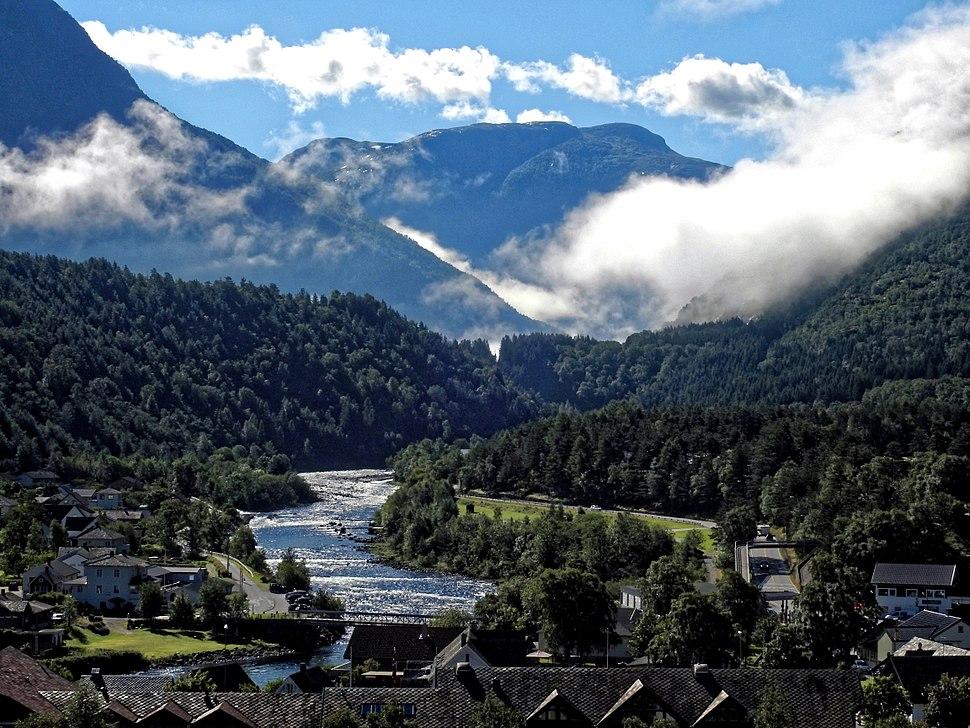 Eidfjord in eine fantastische Landschaft eingebettet