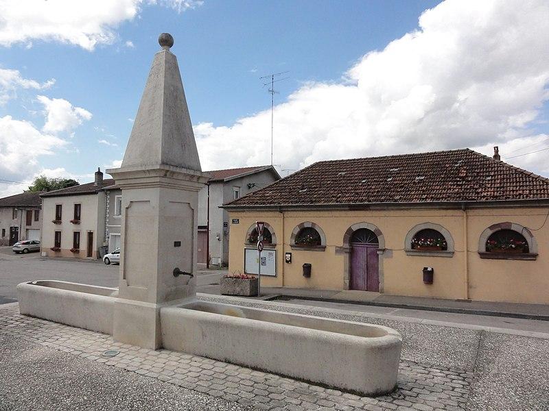 Einville-au-Jard (M-et-M) fontaine