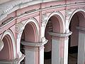 El claustro redondo en el Colegio de Santo Tomás, Lima.jpg
