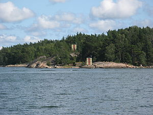 Piloting (navigation) - Range markers in the Finnish archipelago with solar-powered leading (range) lights.