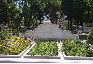 Necmettin Erbakan - Grave of Necmettin Erbakan and his family at Merkezefendi Cemetery in Istanbul