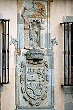 Escudo de la fachada del monasterio