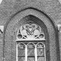 Exterieur abdijgedeelte, ingangspartij, venstertracering met wapen - Berkel-Enschot - 20001141 - RCE.jpg