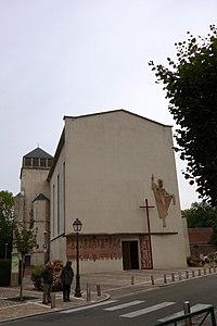 Façade de l'église Saint-Lazare.jpg