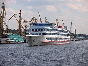 Feliks Dzerzhinskiy on Khimki Reservoir 25-jun-2012 01.JPG