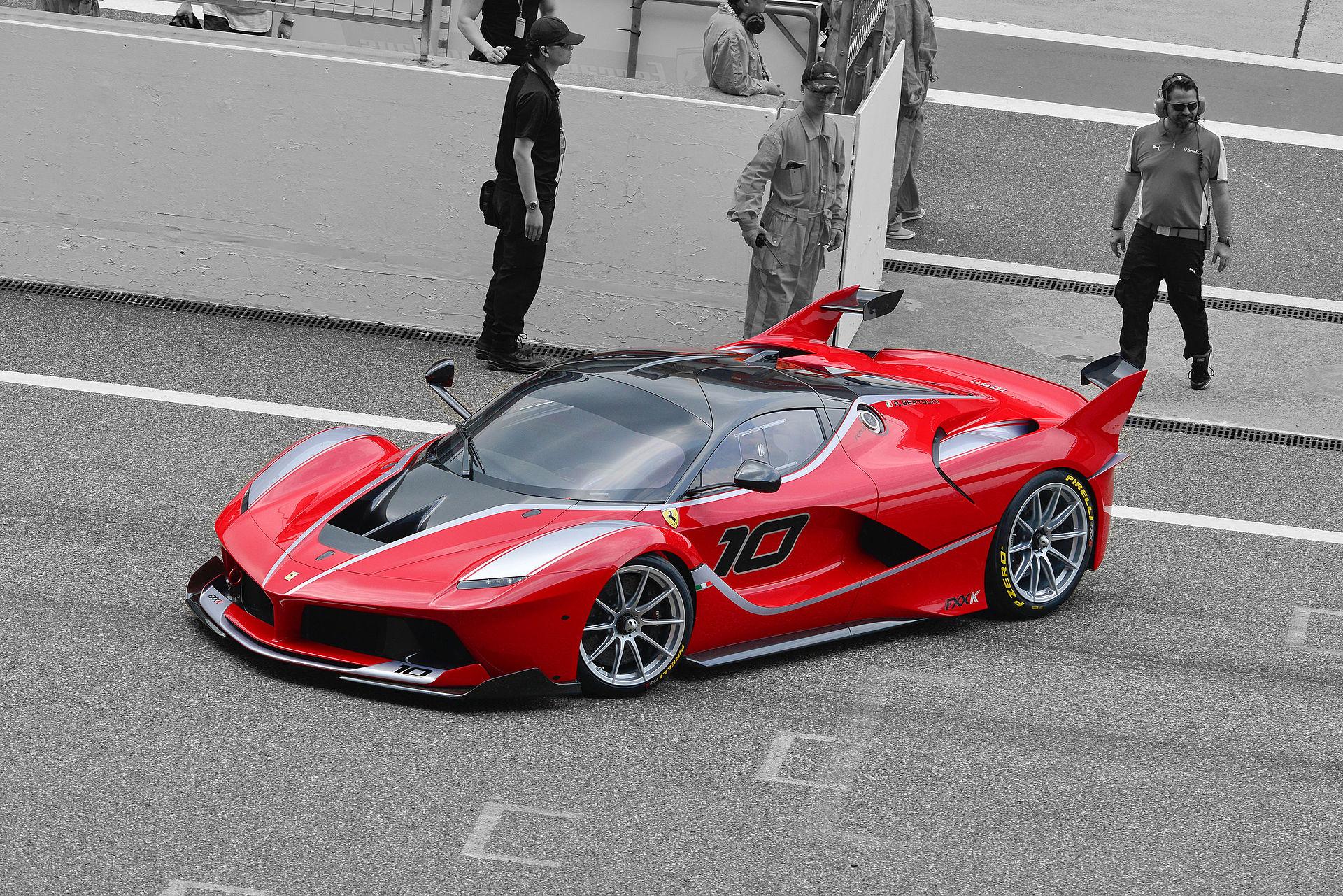Ferrari FXX-K (17851550599).jpg