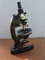 Fine rotative table Microscope 6 (12996686074).jpg