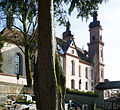 Friedhof St Peter Blick zur Kirche.jpg