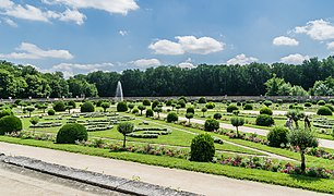 Garden of Diane de Poitiers in the Castle of Chenonceau 06.jpg