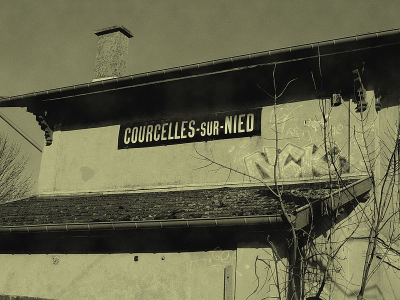 Railway station of courcelles sur nied