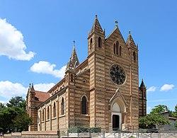 Genas - Église Saint-Barthélemy 2015.JPG