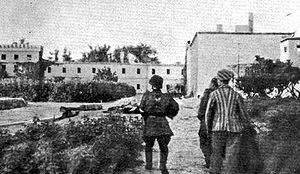 Warsaw concentration camp - Polish insurgents toured around Gęsiówka prison of the Warsaw concentration camp complex, by a freed Jewish prisoner (August 5, 1944). Photo by Eugeniusz Lokajski.