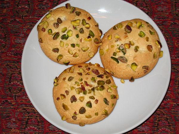 الغرِّيبَة (بالفارسية: قورابيه) هي نوع من البسكويت يحتوي على اللوز والفستق  وجوز الهند .الغرّيبة من الحلويات المعروفة في أذربيجان ولاسيما في تبريز.