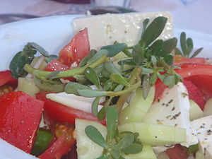 Portulaca oleracea - Greek salad with purslane