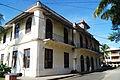 Gobernación de Bocas del Toro con cielo azul.jpg