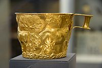 Golden cup from Vafio 1500 to 1450 BC, NAMA 1759 080869.jpg