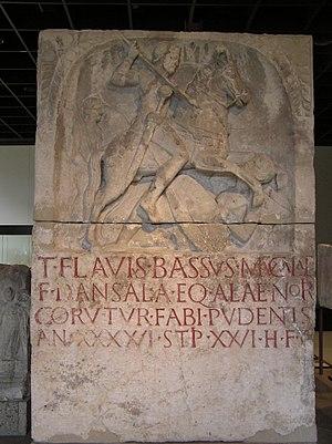 CAVALIER ROMAIN - DECURION - 3ème siècle après JC- TERMINE 300px-Grabmal_des_Flavius_Bassus