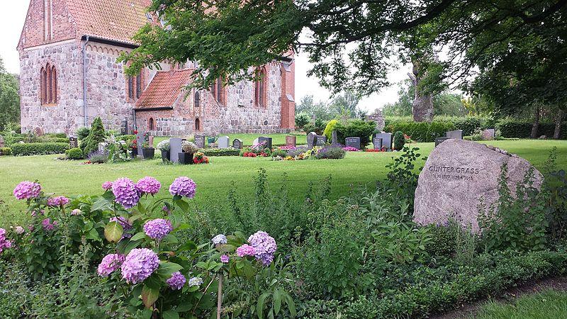 Grave Guenter Grass in Behlendorf.jpg