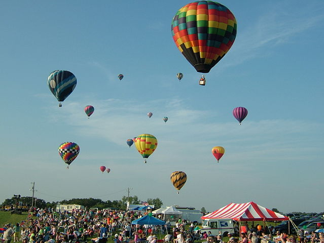 Balloon launch at the Great Pershing Balloon Derby near Brookfield, Missouri on September 4, 2005. Photo taken by Joe DeShon. Licensed under the Creative Commons Attribution 2.5 Generic license.