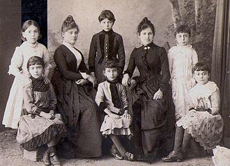 Greeks in Turkey - Pontian Greek ladies and children of Trebizond, early 20th century