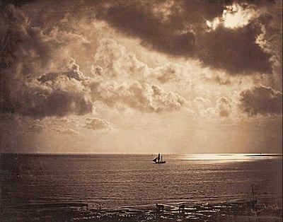 Foto Brig upon the Water (kapal jenis brig di perairan), oleh Gustave Le Gray (1856). Sebuah contoh foto HDR terawal, dengan menggabungkan dua gambar negatif monokrom (langit dan laut).