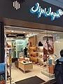 HK CWB 銅鑼灣 Causeway Bay 駱克道 Lockhart Road shops April 2020 SS2 16.jpg