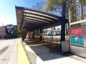HSY- Los Angeles Metro, North Hollywood, Platform View.jpg