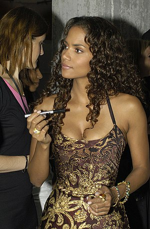 Halle Berry - Berry in Hamburg in 2004