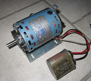 motor with rotation synchronized to the supply current frequency