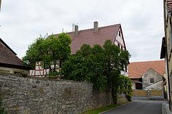 Hausen bei Würzburg, Erbshausen, Evodiusstraße 5, Kirchhofmauer, 003.jpg