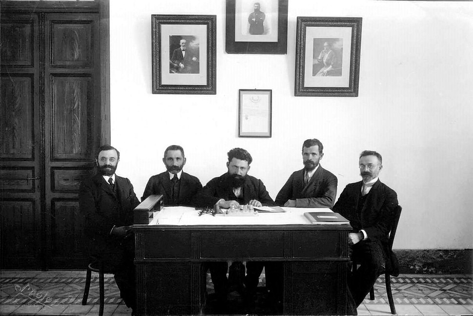 Hebrew Gymnasium administration, 1910.jpeg