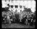 Herbert Hoover and group of children outside White House, Washington, D.C. LCCN2016890645.tif